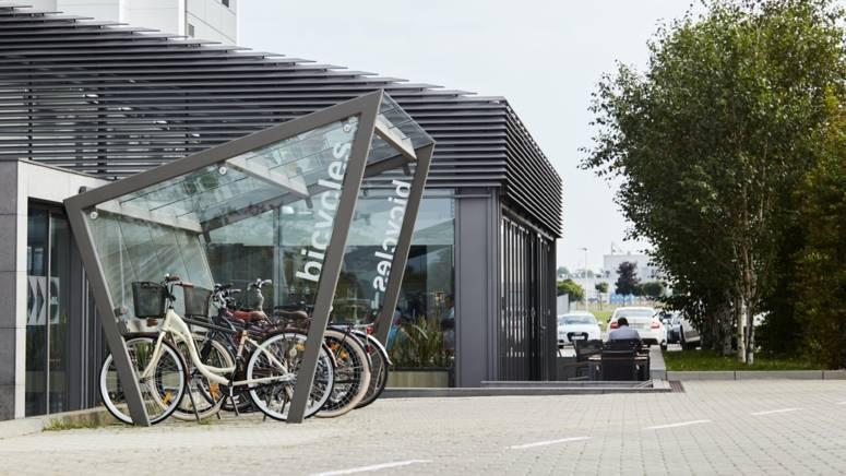 Miejsce na rowery pracowników wraz ze stacją naprawy